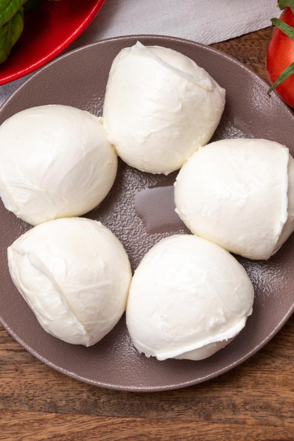 mini mozzarella balls